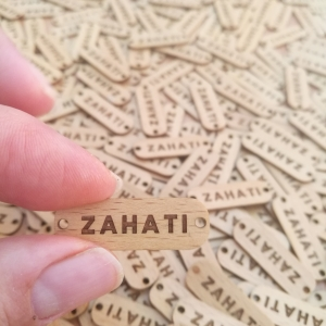 Etiqueta madera haya grabada a láser