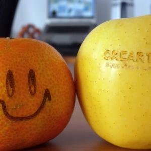 Mandarina y Manzana